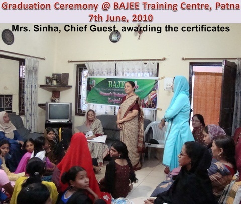 Mrs Sinha ditsributing BAJEE certificates